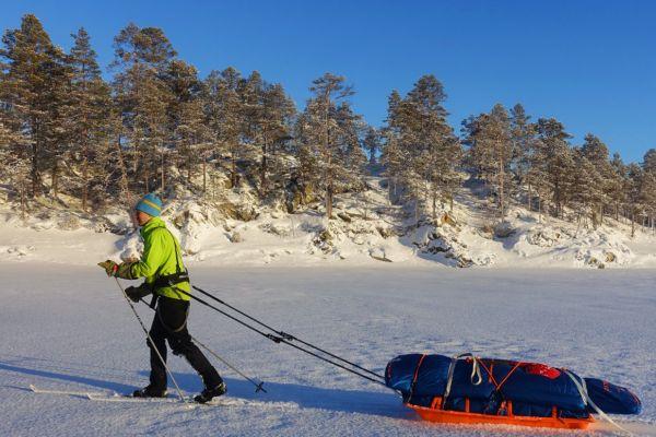 Fredrik Karlstad på ski med pulk